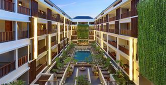 马加尼酒店及水疗 - 库塔 - 游泳池