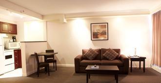 世纪广场酒店和温泉中心 - 温哥华 - 客厅