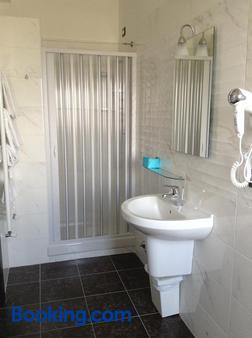 瑞莱别墅酒店 - 菲乌米奇诺 - 浴室