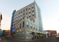 比亚埃尔莫萨中心One酒店 - 比亚埃尔莫萨 - 建筑