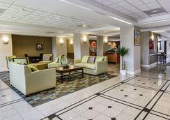 西公园西南高速公路康福特茵酒店及套房 - 休斯顿 - 大厅