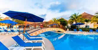 科苏梅尔西洋酒店 - 科苏梅尔 - 游泳池