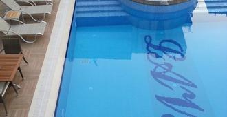 拉维尼亚公寓&酒店 - 阿拉尼亚 - 游泳池