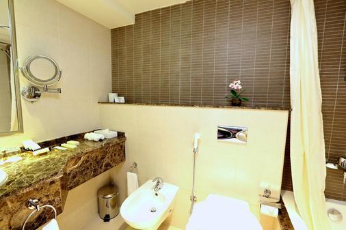 本马基德内哈尔酒店 - 阿布扎比 - 浴室
