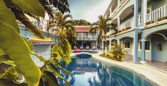 瑟丽纳卡门海滩酒店 - 卡门海滩 - 游泳池