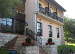 厄尔特克修郊外酒店 - 利亚内斯 - 建筑