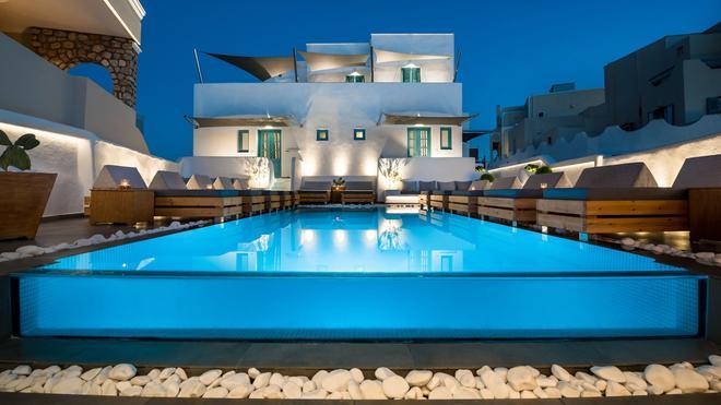 伊芙吉尼娅别墅套房酒店 - 费拉 - 游泳池