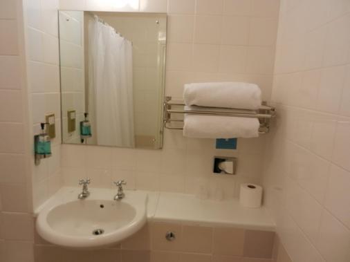 学校餐厅酒店 - 史云顿 - 浴室
