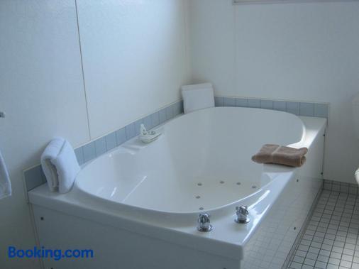 吉斯伯恩香槟汽车旅馆 - 吉斯伯恩 - 浴室