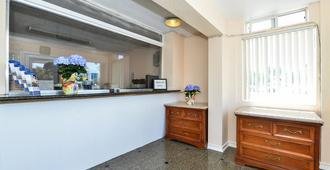 奥克兰市中心/梅里特湖美国最佳价值旅馆 - 奥克兰 - 柜台