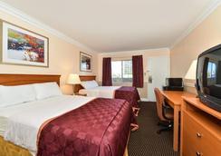奥克兰市中心/梅里特湖美国最佳价值旅馆 - 奥克兰 - 睡房