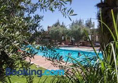 曼希尔托图住宿加早餐旅馆 - 马拉喀什 - 游泳池