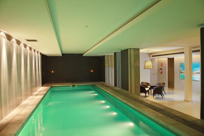 温德姆蒙得维的亚赛万提斯壮丽酒店 - 蒙得维的亚 - 游泳池
