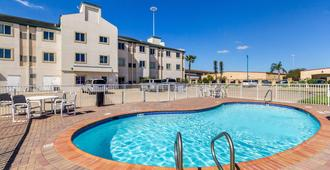 德克萨斯哈灵根 6 号汽车旅馆 - 哈林根 - 游泳池