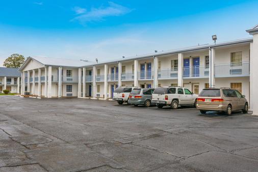 亚历山德里亚华美达旅馆 - 亚历山德里亚 - 建筑