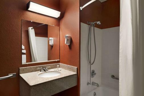 卡拉马祖速8酒店 - 卡拉马祖 - 浴室
