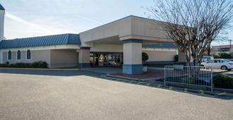 曼菲斯机场/葛雷斯兰德温德姆旅游旅馆 - 孟菲斯 - 建筑