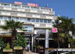 超级8号酒店 - 斯科普里 - 建筑