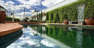 贝斯特韦斯特金钟汽车旅馆 - 吉朗 - 游泳池