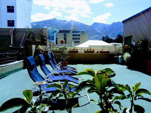 胡马纳住宿加早餐旅馆 - 基多 - 露天屋顶