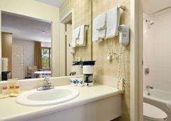 莫比尔戴斯酒店及套房酒店 - 莫比尔 - 浴室