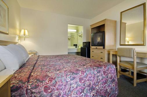 莫比尔戴斯酒店及套房酒店 - 莫比尔 - 睡房