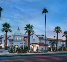 特里亚达棕榈泉签名集团酒店