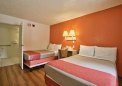 塔拉哈西西6号汽车旅馆 - 塔拉哈西 - 睡房
