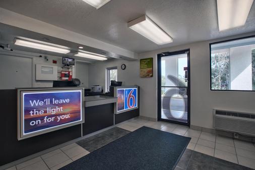 塔拉哈西西6号汽车旅馆 - 塔拉哈西 - 柜台