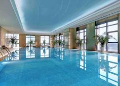 潍坊万达铂尔曼酒店 - 潍坊 - 游泳池
