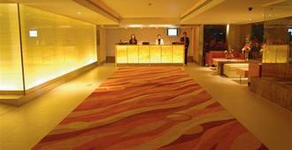 曼谷提沃利酒店 - 曼谷 - 柜台