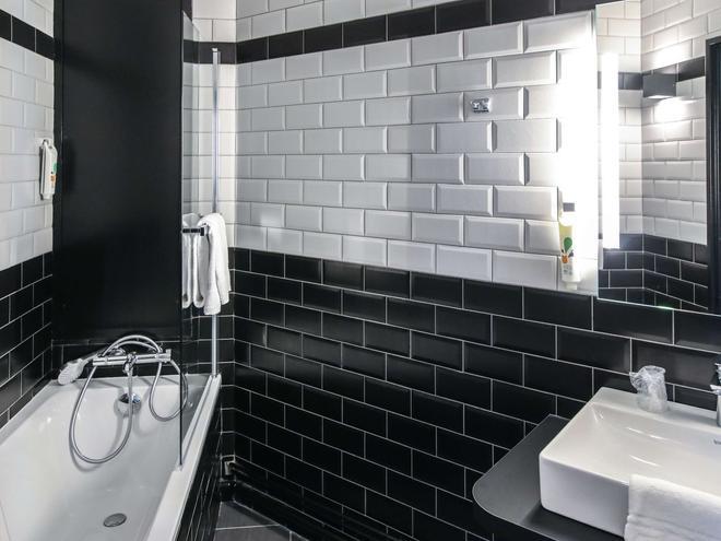 宜必思尚品克莱蒙费朗共和广场酒店 - 克莱蒙费朗 - 浴室