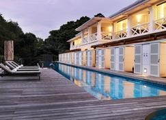 圣陶沙安曼纳圣殿度假酒店 - 新加坡 - 游泳池