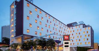 曼谷宜必思沙通酒店 - 曼谷 - 建筑