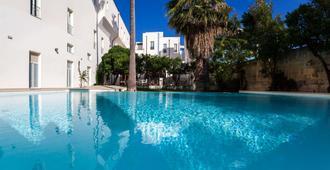 莱切大酒店 - 莱切 - 游泳池