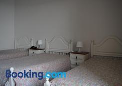 阿威尼达布拉格斯商业酒店 - 布拉加 - 睡房