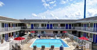 新奥尔良6号汽车旅馆 - 斯莱德尔 - 斯莱德尔 - 游泳池