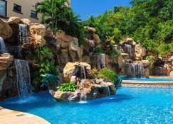 罗丹菠萝别墅号角套房酒店 - 罗丹岛 - 游泳池