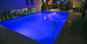 莱昂酒店 - 布卡拉曼加 - 游泳池