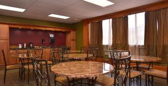 堪萨斯城美洲最佳价值套房汽车旅馆 - 堪萨斯城 - 餐馆