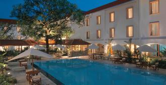 特里丹特柯钦酒店 - 科钦 - 游泳池