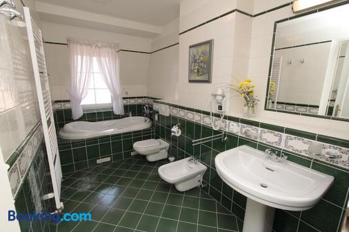史科罗斯帕克温泉酒店 - 卡罗维发利 - 浴室