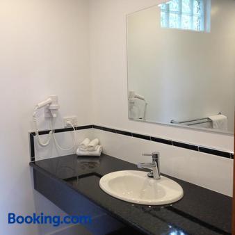 科摩多里根酒店 - 伦瑟斯顿 - 浴室