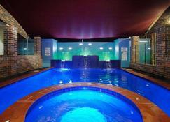 杰斯蒙德行政别墅 - 纽卡斯尔 - 游泳池