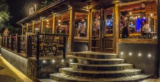 坦贡茵市中心与酒吧酒店 - 伊瓜苏 - 酒吧