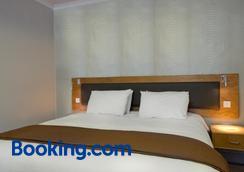 戈达德阿姆斯酒店 - 史云顿 - 睡房