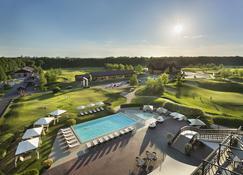 高级高尔夫和矿泉疗养地度假村酒店 - 哈尔科夫 - 游泳池
