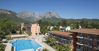拉里萨维斯塔酒店 - 凯麦尔 - 游泳池