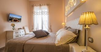 迪莫拉葛罗多酒店 - 滨海波利尼亚诺 - 睡房