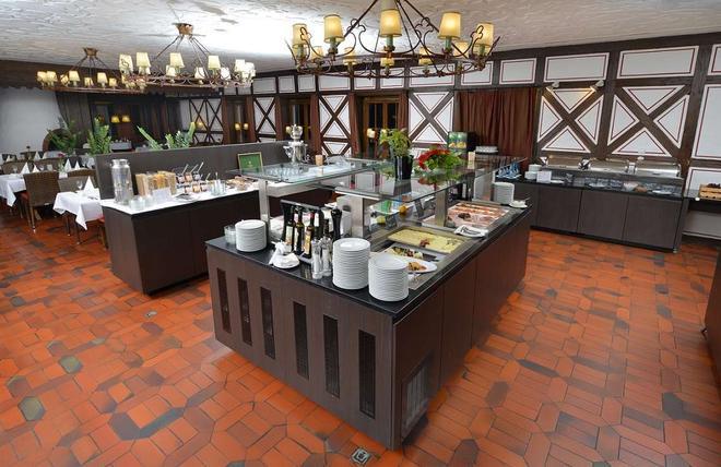 施瓦滕雷莱克萨沃德酒店 - 斯图加特 - 自助餐